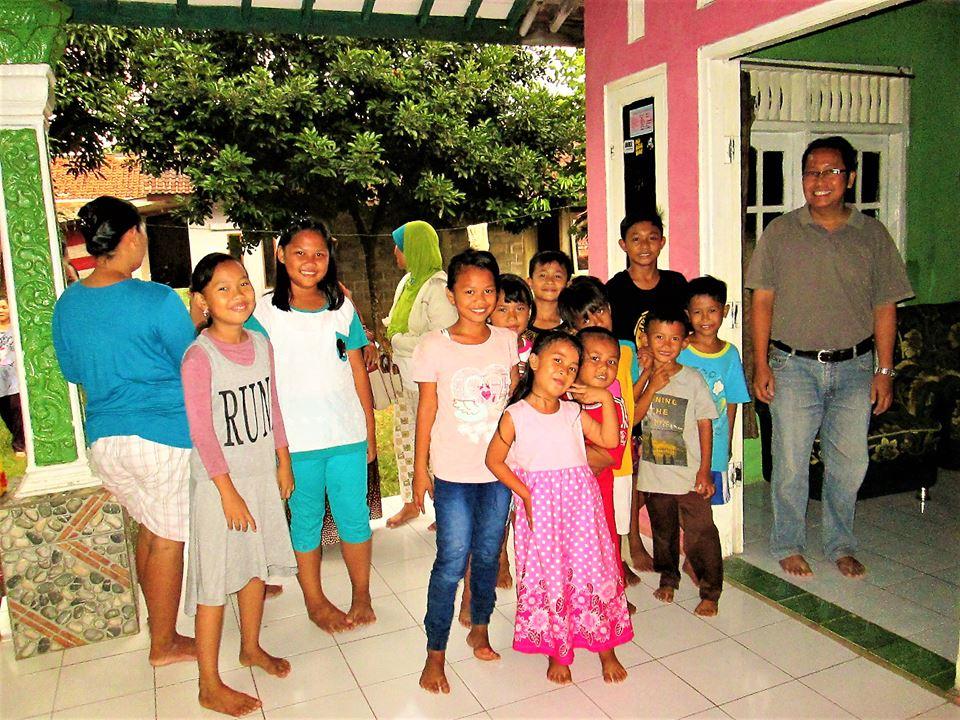 Anak-Anak Kampung Jeprah guyub dalam keterbatasan Guyub dalam Keterbatasan Anak Anak Kampung Jeprah