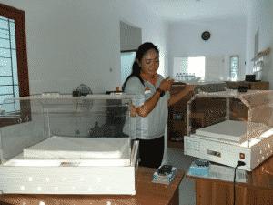 Ilustrasi Penggunaan Inkubator Gratis inkubator gratis Bayi Lahir Prematur, Ada Peminjaman Inkubator Gratis (tangerangnews.com, 5 Februari 2019) Ilustrasi Penggunaan Inkubator Gratis
